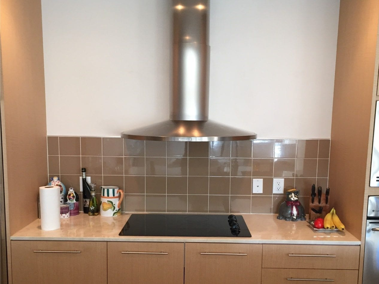 the-terrace-victory-park-mid-size-high-rise-condo-kitchen-back-splash-before