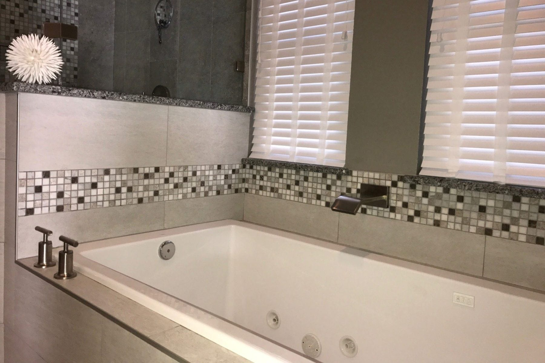 Oak Lawn Condo Bathroom Remodel After Renovation Bath Tub Tilw Backsplash