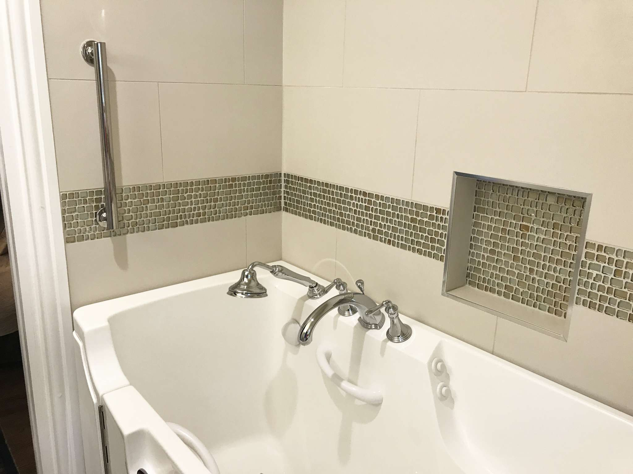 Dallas Bathroom Remodel Model bathroom-remodel-with-walk-in-tub-dallas-75219_07 - renowned