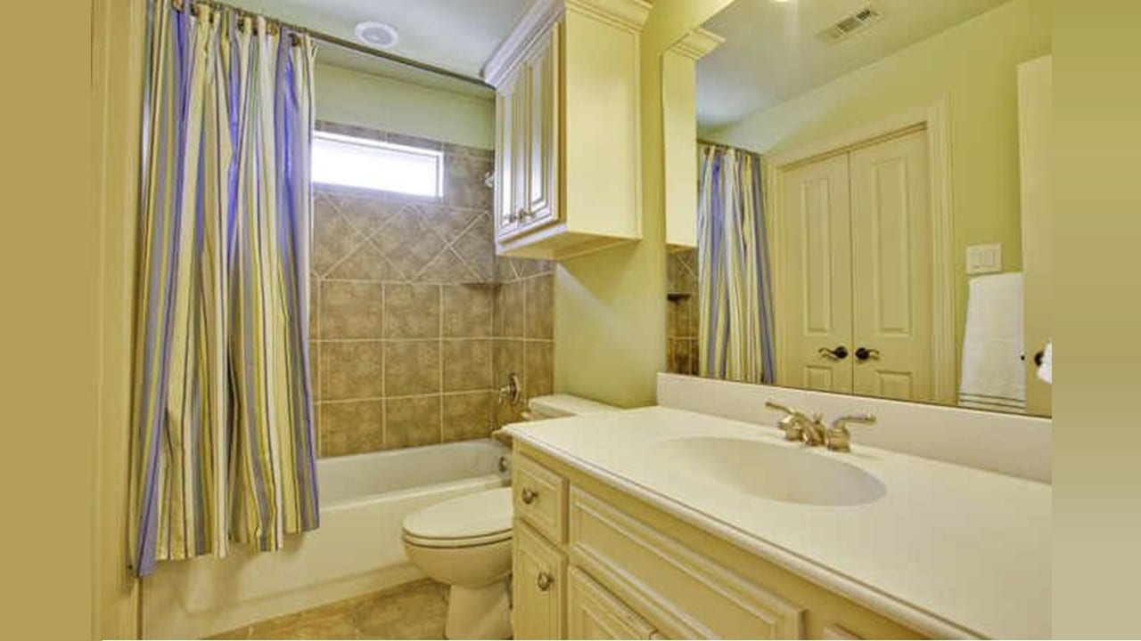 Before-Photo-Lakewood-TX-75214-Bathroom-Remodel