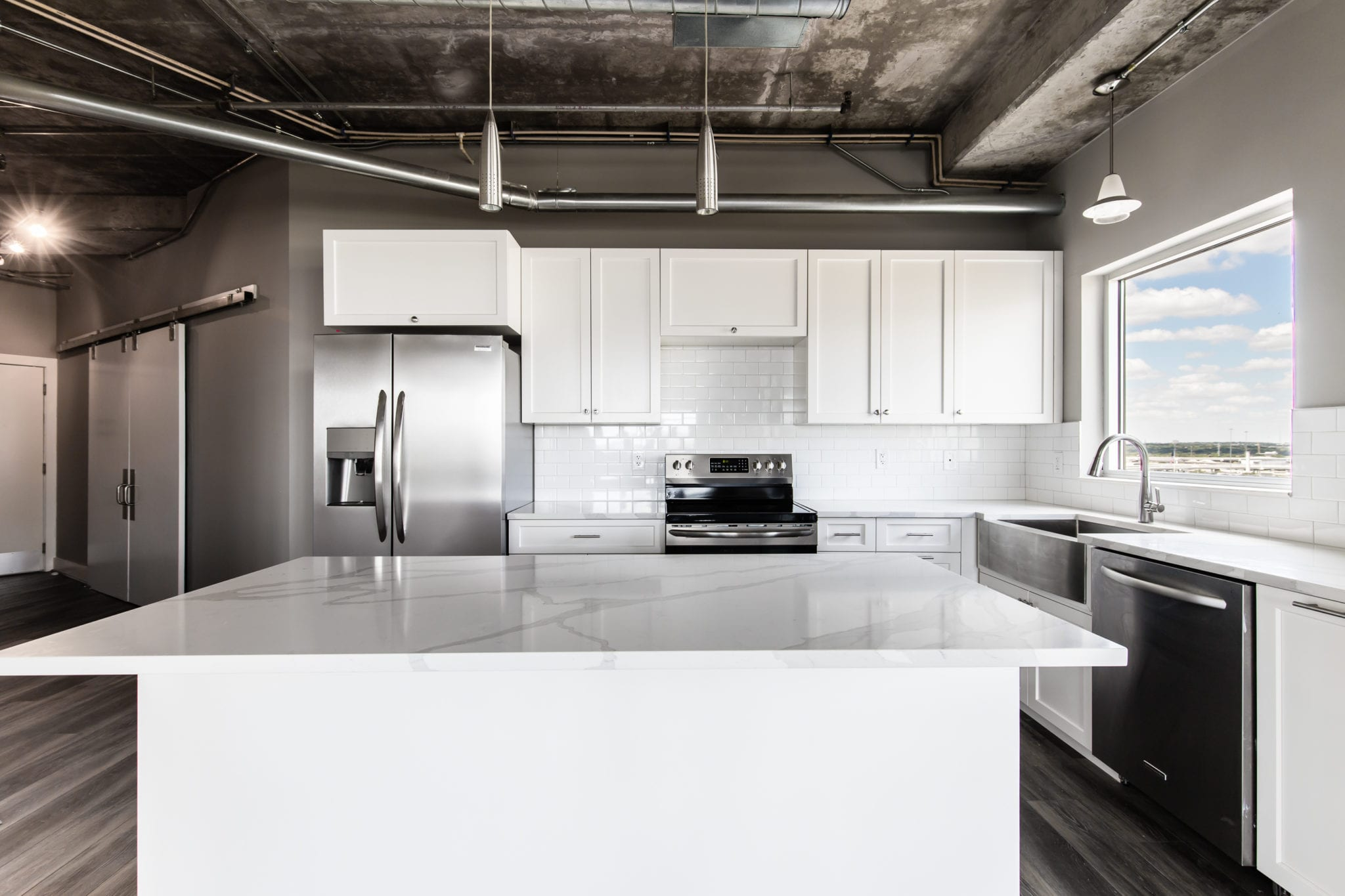 Mid-Rise-Dallas-Condo-Kitchen-After-Remodeling-Beat-Condos-Dallas-TX-75215